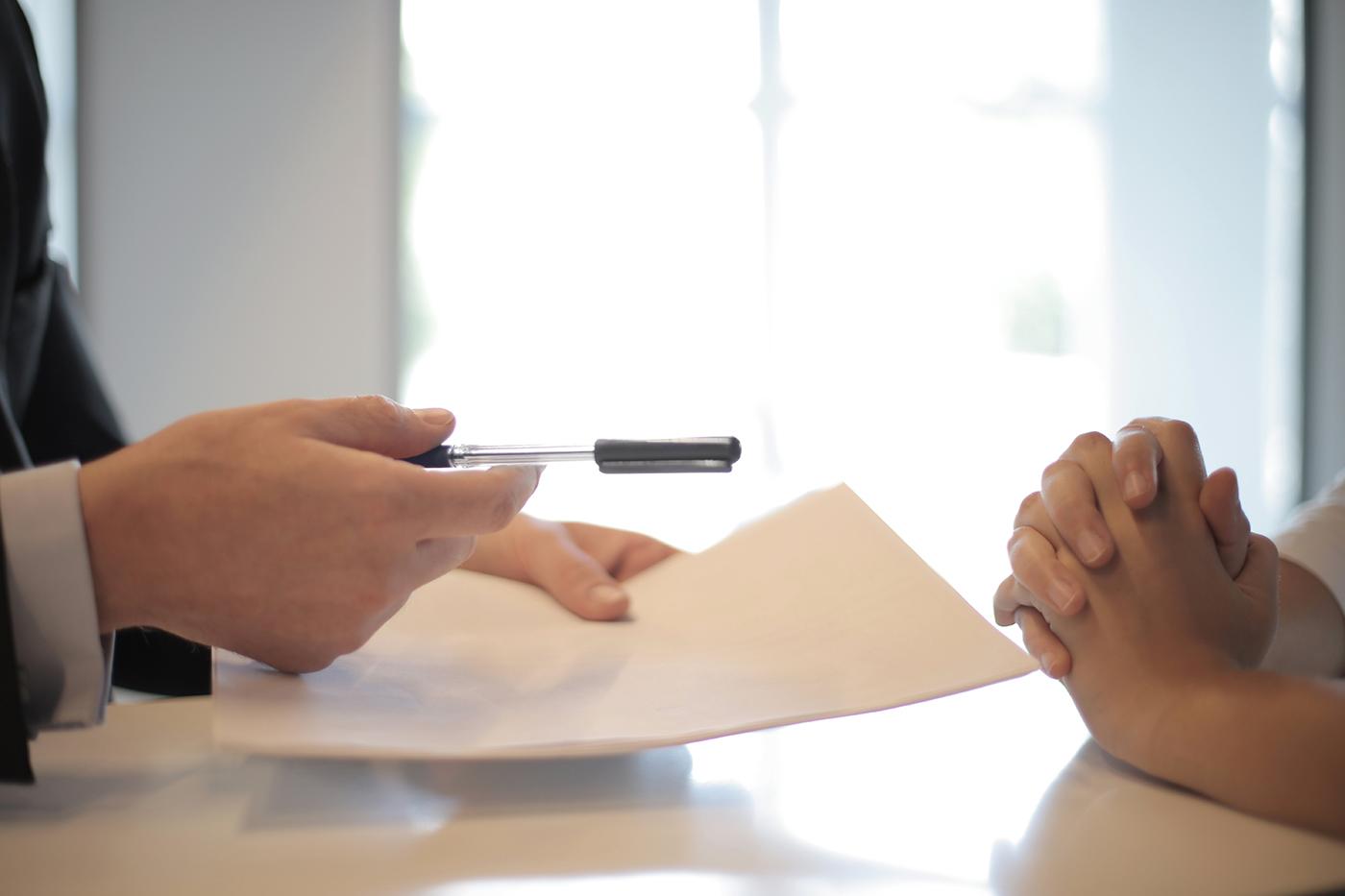 Mag een energieleverancier eenzijdig je vaste contract opzeggen?