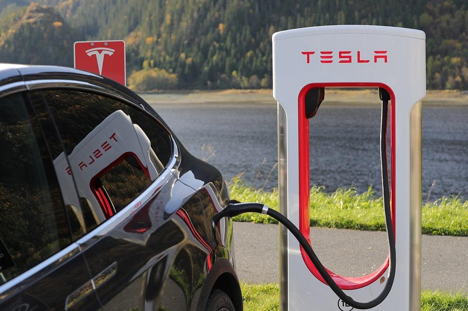 Reparatie elektrische auto steeds duurder